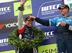 Tom Coronel, BMW 320 TC, ROAL Motorsport 2nd position and Robert Huff, Chevrolet Cruze 1.6T, Chevrolet race winner