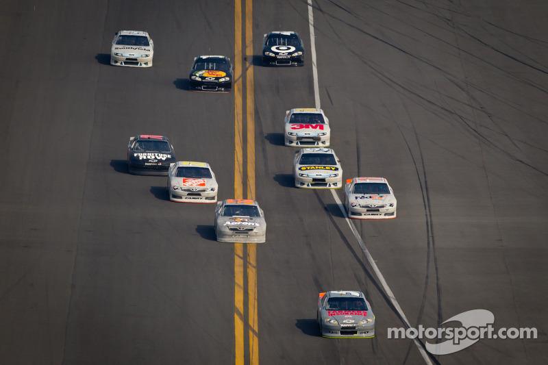 Kasey Kahne, Hendrick Motorsports Chevrolet aan de leiding bij ingaan van de pits
