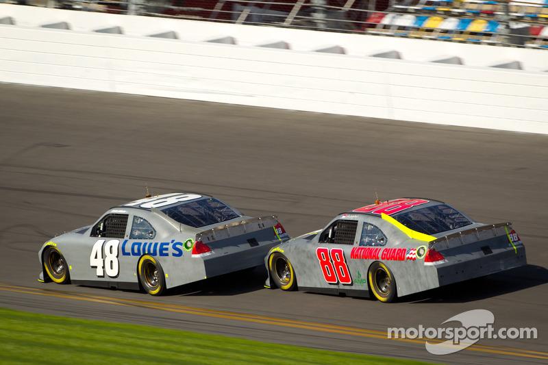 Jimmie Johnson, Hendrick Motorsports Chevrolet, Dale Earnhardt Jr., Hendrick Motorsports Chevrolet