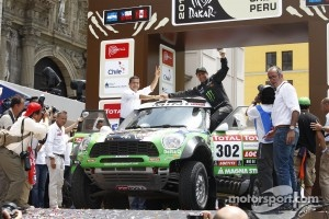 Podium: first place in Car category Stéphane Peterhansel