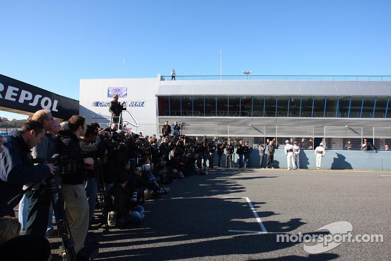 Photographers and media - Sauber C31 Ferrari Launch