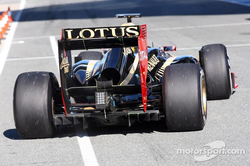 Kimi Raikkonen, Lotus Renault F1 Team achtervleugel