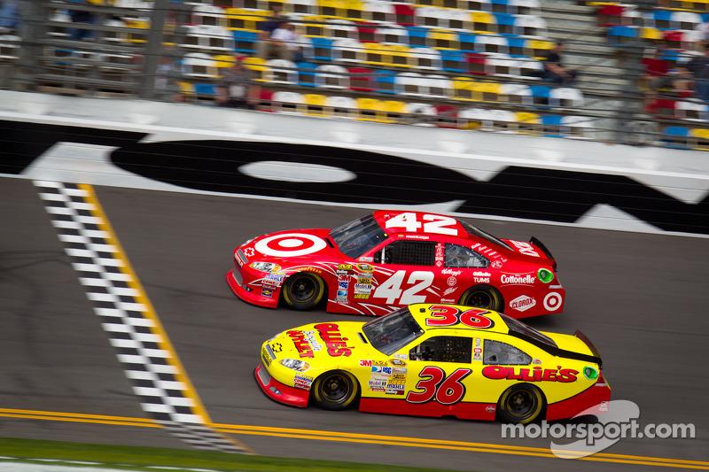Juan Pablo Montoya, Earnhardt Ganassi Racing Chevrolet, Dave Blaney, Tommy Baldwin Racing Chevrolet