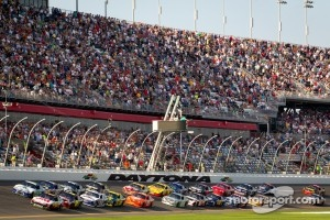 Start: Greg Biffle, Roush Fenway Racing Ford leads the field
