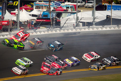 Justin Allgaier, Turner Motorsports Chevrolet, Kenny Wallace, RAB Racing Toyota, Mike Wallace, JD Motorsports Chevrolet, Denny Hamlin, Joe Gibbs Racing Toyota crash