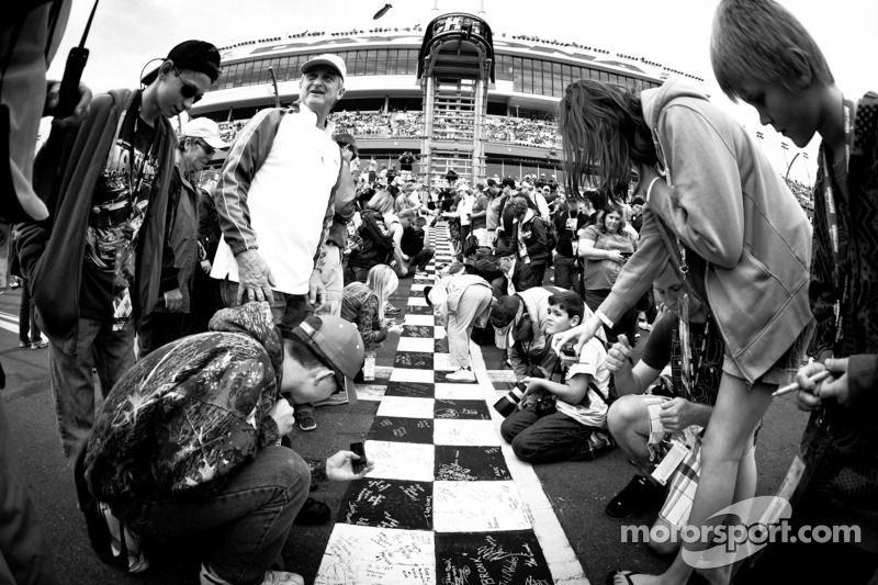 Fans at the start-finish line