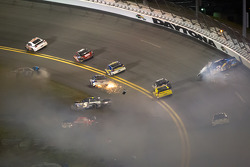 Jamie McMurray, Earnhardt Ganassi Racing Chevrolet, Regan Smith, Furniture Row Racing Chevrolet, Brad Keselowski, Penske Racing Dodge and Kasey Kahne, Hendrick Motorsports Chevrolet, Aric Almirola, Richard Petty Motorsports Ford crash