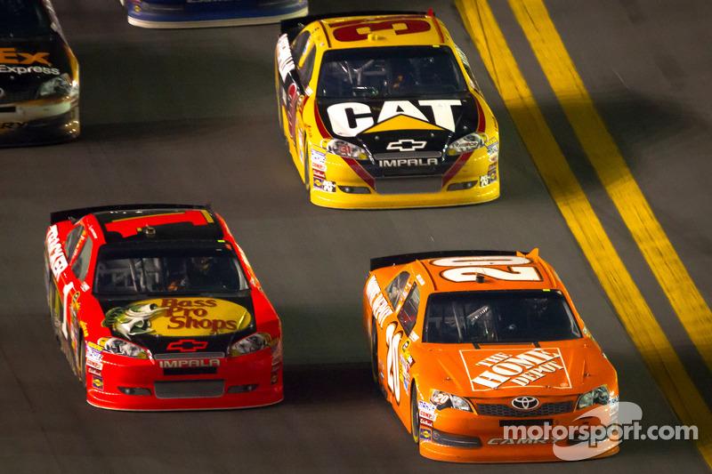 Joey Logano, Joe Gibbs Racing Toyota en Jamie McMurray, Earnhardt Ganassi Racing Chevrolet