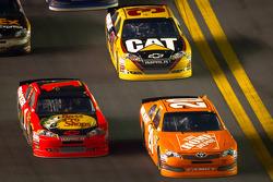 Joey Logano, Joe Gibbs Racing Toyota and Jamie McMurray, Earnhardt Ganassi Racing Chevrolet