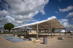 Sebring paddock, Thursday 2012-03-08: Peugeot sport leaving?