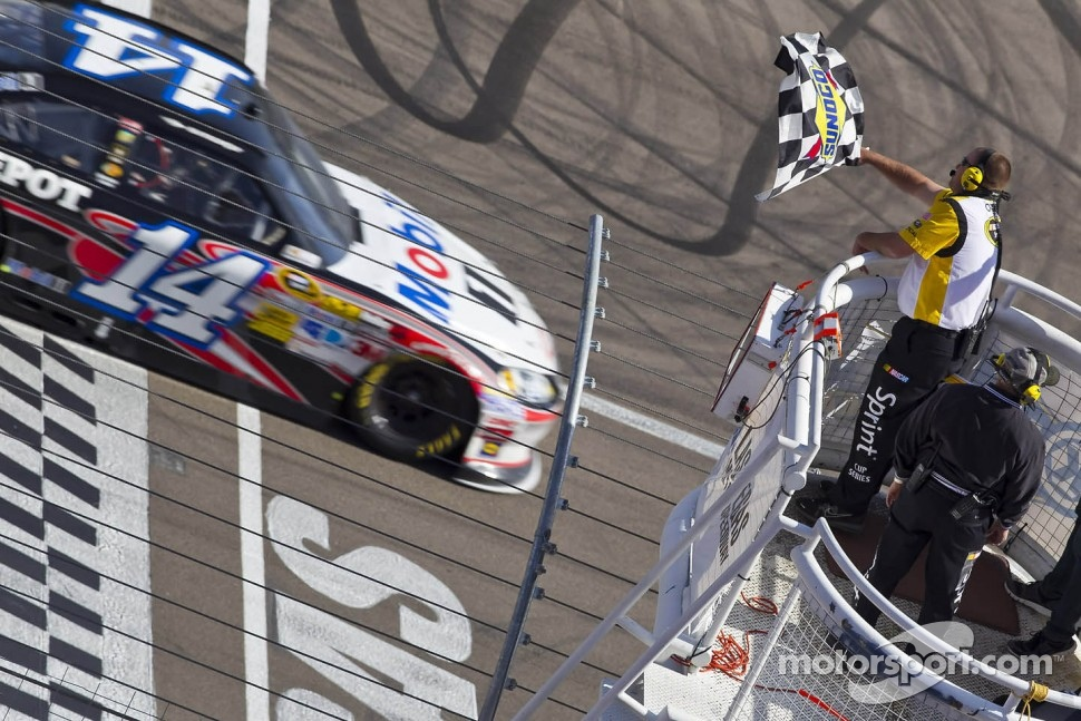 Tony Stewart, Stewart-Haas Racing Chevrolet takes the win
