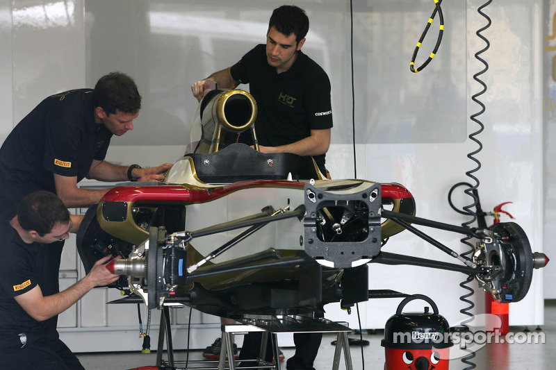 HRT Formula One Team mecanicien