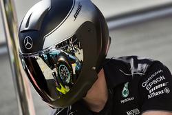 Mecánica de Mercedes AMG F1 en el trabajo