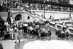 Alberto Ascari, Ferrari 125 passes the accident at Tabac