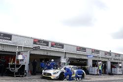#31 Team Zakspeed, Mercedes-AMG GT3: Крітон Лендудіс, Руй Агуаш,