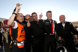 Polesitter #704 Traum Motorsport, SCG SCG003C: Jeff Westphal with the team
