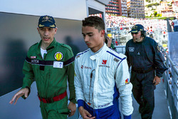 Race retiree Pascal Wehrlein, Sauber with the Doctor