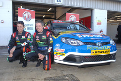 Andy Neate and Jason Plato next to MG KX Momentum Racing MG6