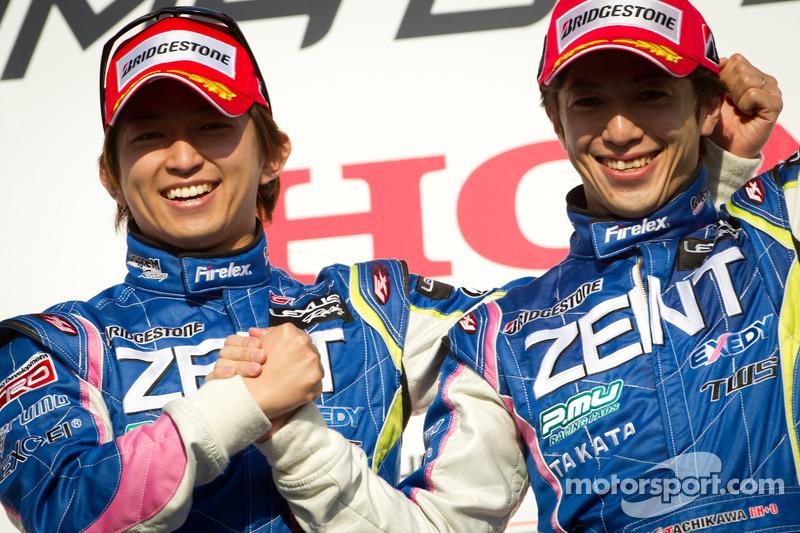 GT500 podium: winnaar in klasse en algemeen Kohei Hirate en Yuji Tachikawa