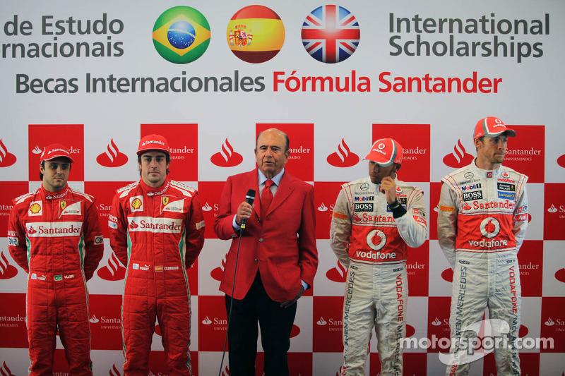 Felipe Massa, Scuderia Ferrari met ploegmaat Fernando Alonso, Scuderia Ferrari; Emilio Botin, Santander Chairman; Lewis Hamilton, McLaren Mercedes en Jenson Button, McLaren Mercedes