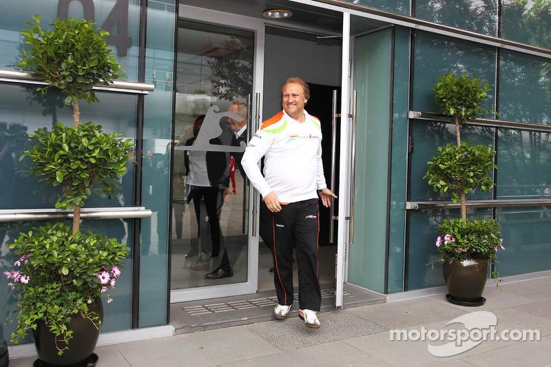 Robert Fearnley, Sahara Force India F1 Team na meeting over Bahrein GP