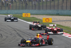 Mark Webber, Red Bull Racing leads Felipe Massa, Ferrari