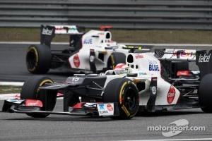 Sergio Perez, Sauber leads Kamui Kobayashi, Sauber