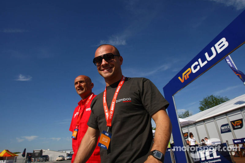 Gabriele Tarquini, SEAT Leon WTCC, Lukoil Racing Team en Pasquale di Sabatino, Chevrolet Cruze 1.6T, bamboo-engineering