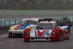 #59 Brumos Racing Porsche GT3: Andrew Davis, Leh Keen, #5 Action Express Racing Chevrolet Corvette DP: David Donohue, Darren Law