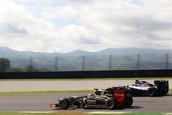 Romain Grosjean, Lotus F1 Team and Bruno Senna, Williams F1 Team