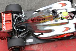 McLaren with aero device on the car, Oliver Turvey, McLaren Mercedes