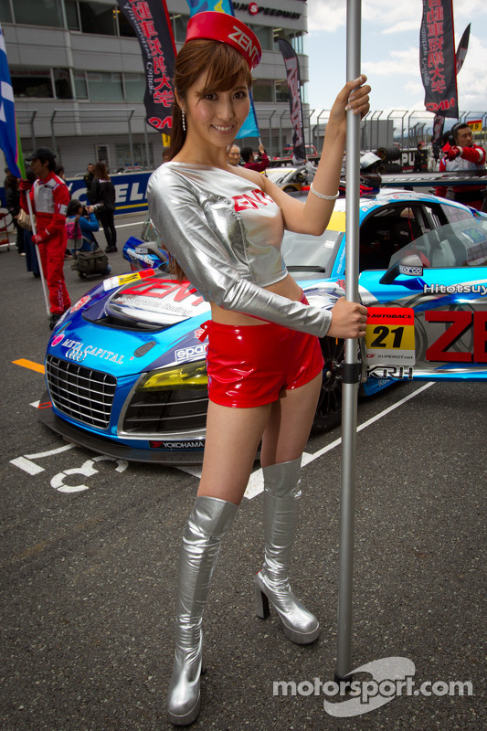 Race queen for #21 Hitotsuyama Racing Audi R8 LMS