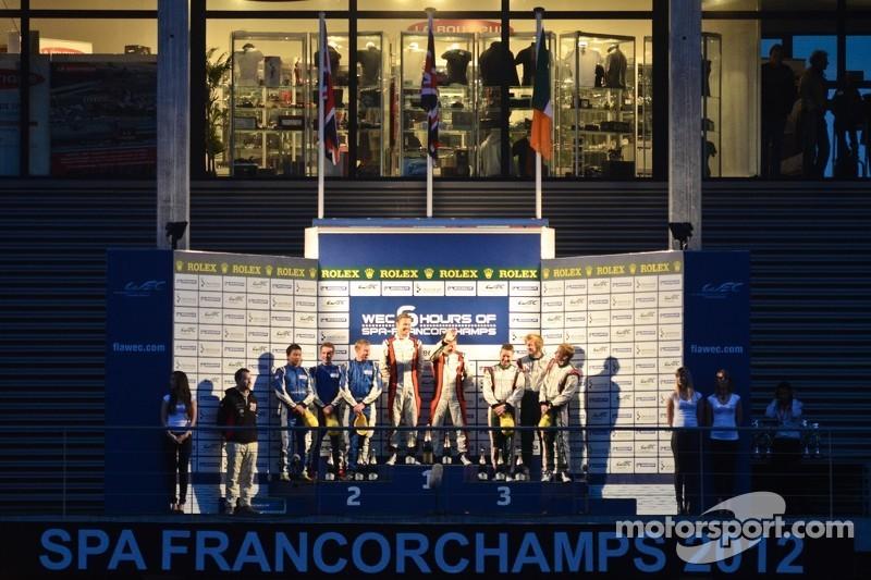 LMP2 podium: winnaars Simon Dolan, Sam Hancock, 2de John Martin, Robbie Kerr, Tor Graves, 3de Warren Hughes, Jody Firth, Brendon Hartley