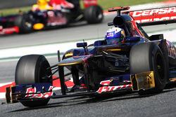Daniel Ricciardo, Scuderia Toro Rosso STR7 leads Mark Webber, Red Bull Racing