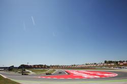 Bruno Senna, Williams voor Daniel Ricciardo, Scuderia Toro Rosso STR7 en Kimi Raikkonen, Lotus F1