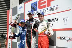 Подіум: переможець Гаррісон Скотт (RP Motorsport), другий призер Девлін Дефранческо (Carlin Motorsport), третій призер Тьягу Віваква (Campos Racing)