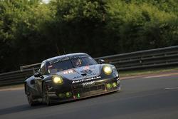 №88 Proton Competition Porsche 911 RSR: Стефан Лемере, Клаус Бахлер, Халед Аль-Кубайси