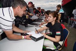 Sessione autografi, Anett Gyorgy, Zengo Motorsport, SEAT León TCR
