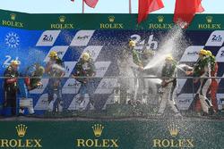 LMP2 Podyum: Yarış galibi Ho-Pin Tung, Oliver Jarvis, Thomas Laurent, DC Racing, 2. Mathias Beche, David Heinemeier Hansson, Nelson Piquet Jr., Vaillante Rebellion Racing, 3. David Cheng, Alex Brundle, Tristan Gommendy, DC Racing