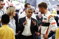 Сьюзи Вольф, Channel 4 F1, мэр Лондона Садик Хан, и гонщик McLaren Дженсон Баттон