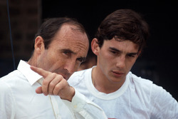 Ayrton Senna, bespreekt zijn eerste ronden in de Williams FW08C met teambaas Frank Williams