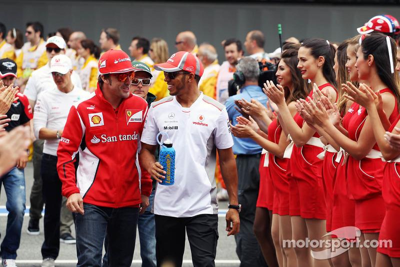 Fernando Alonso, Scuderia Ferrari and Lewis Hamilton, McLaren on the drivers parade