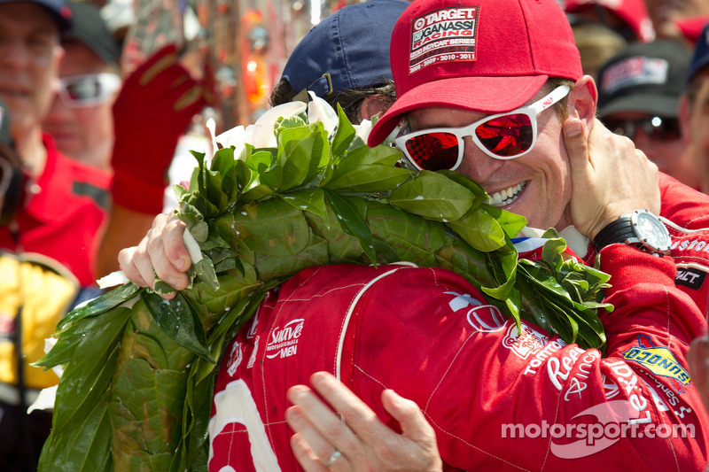 Victory circle: race winner Dario Franchitti, Target Chip Ganassi Racing Honda celebrates with second place Scott Dixon, Target Chip Ganassi Racing Honda