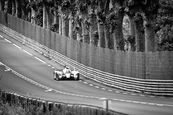 #8 Toyota Racing Toyota TS 030 - Hybrid: Anthony Davidson, Sébastien Buemi, Stéphane Sarrazin