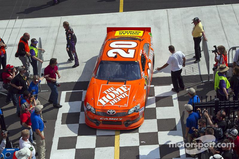Race winner Joey Logano, Joe Gibbs Racing Toyota goes to victory lane
