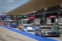 #52 Green Tec & Leaon Racing Team Mercedes-Benz SLS AMG GT3: Hironori Takeuchi, Haruki Kurosawa heads to warmup laps