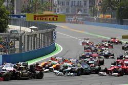 Paul di Resta, Sahara Force India; Nico Hulkenberg, Sahara Force India F1 Nico Rosberg, Mercedes AMG F1 and Fernando Alonso, Ferrari at the start of the race