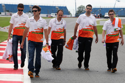 Jules Bianchi, Sahara Force India F1 Team Third Driver and Paul di Resta, Sahara Force India F1 walk the circuit