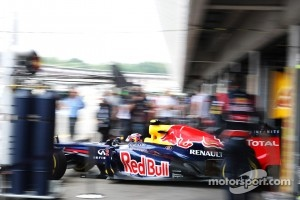Mark Webber, Red Bull Racing leaves the pits