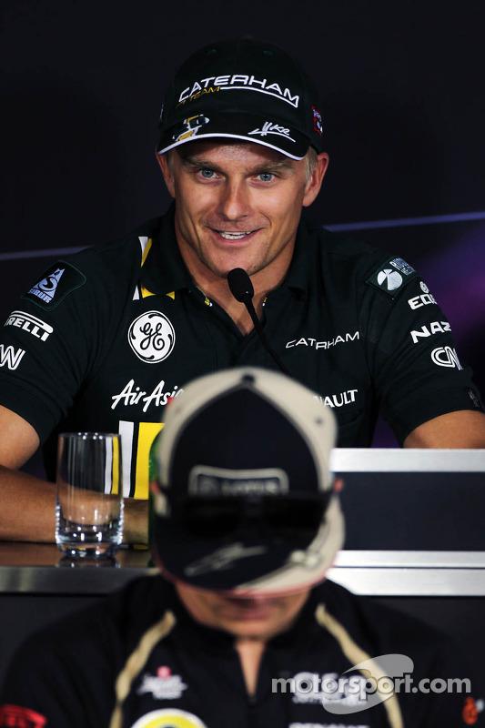 Heikki Kovalainen, Caterham en Kimi Raikkonen, Lotus F1 Team in de FIA persconferentie